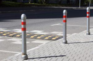 Разновидности и сферы применения дорожных столбиков